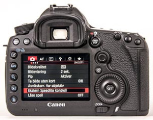 Canon EOS 5D Mark III er et profffkamera med et godt utvalg knapper, hjul og ratt – og til og med en liten joystick til å manøvrere i det omfattende menysystemet. (Foto: Toralv Østvang)