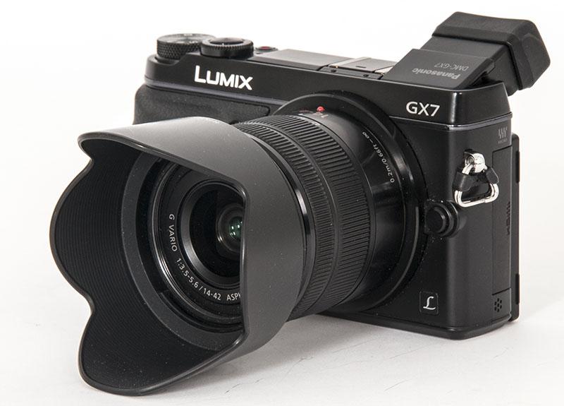 MODERAT RETRO: Panasonic Lumix GX7 er et stilrent kompakt-systemkamera. (Foto: Toralv Østvang)