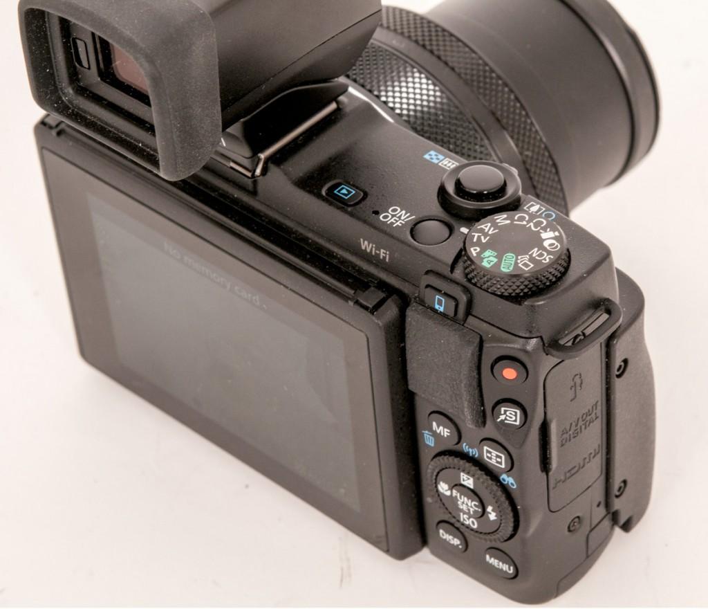 VIPPBAR: Canon G1 X Mark II har vippbar skjerm og et avtagbart håndgrep.