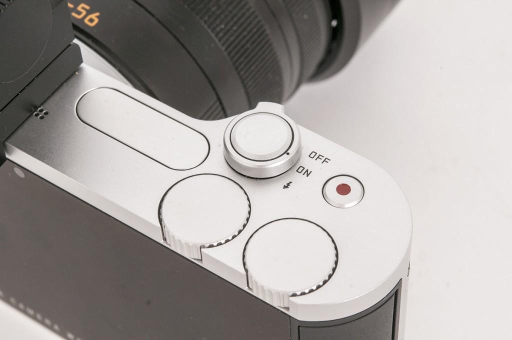 MINIMALISTISK: Leica T er en stilstudie i minimalisme. Dette er det som finnes av betjeningsenheter - utenom det som gjøres på skjermen, naturligvis.