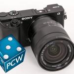 SONY: Sony a6000, her påsatt 16-70 mm-objektivet, som koster mer enn kamerahuset, men som gir mye bedre bildekvalitet.