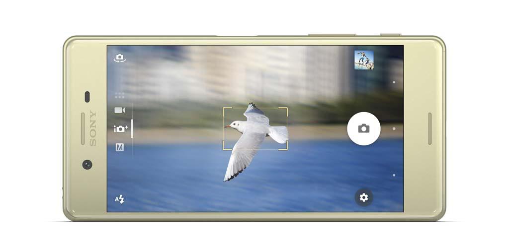 GYLDEN I FARGEN: Dette er Xperia X med gylden front. (Foto: Sony)
