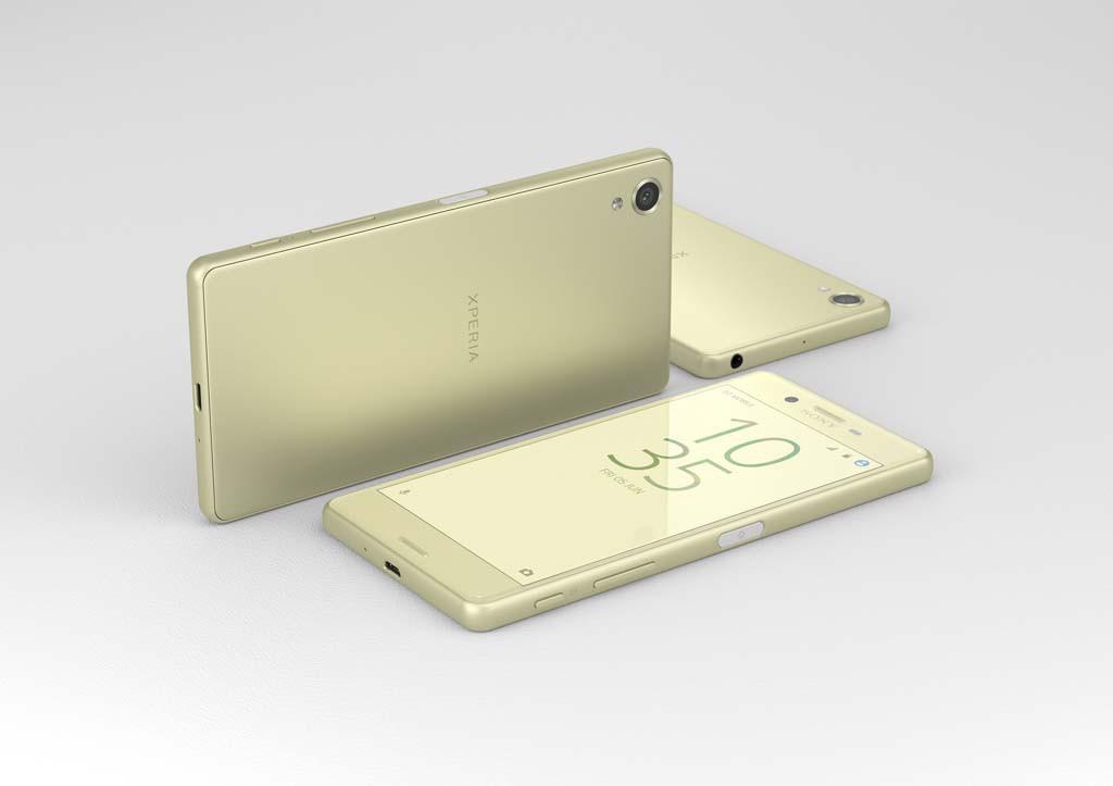RUNDERE I KANTEN: De nye Xperia-modellene fra Sony er blitt litt rundere i kanten enn forgjengerne. (Foto: Sony)