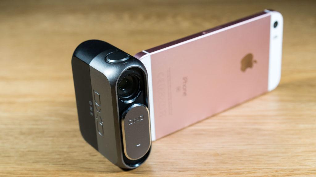 KOMBINASJONEN: DxO ONE og nye iPhone SE er en kompakt digitalkamera-kombinasjon. (Foto: Toralv Østvang)