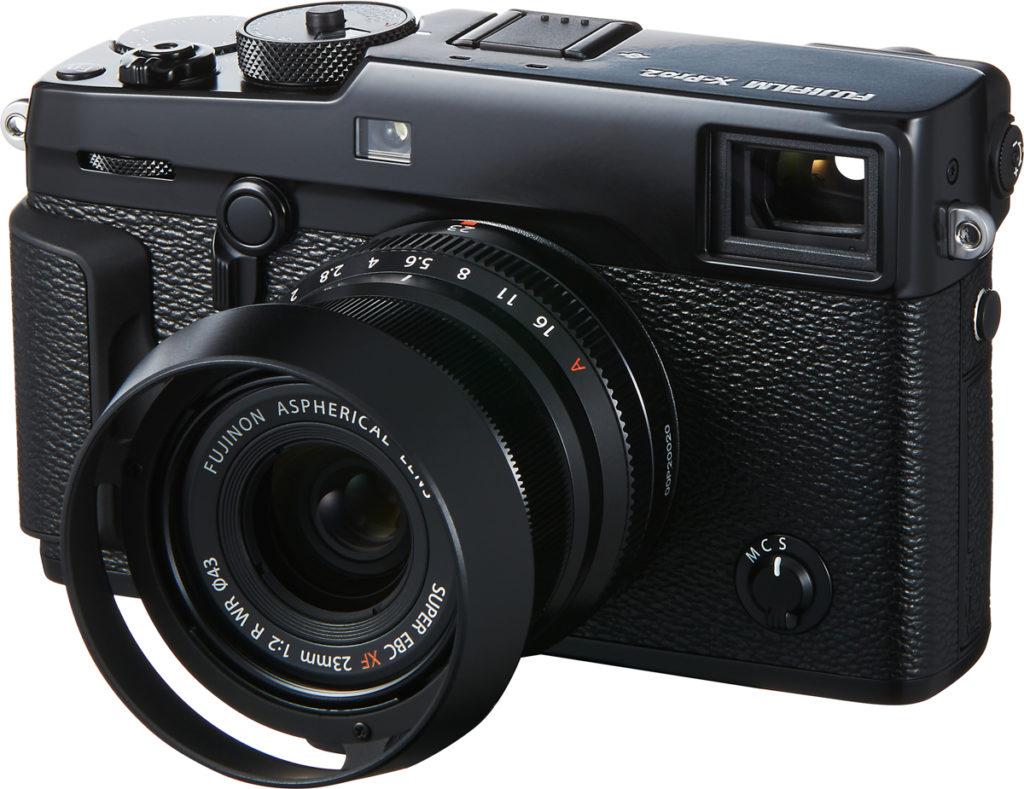 GATEFOTOGRAFERING: Med det nye 23 mm-objektivet og solblenderen, som er tilbehør, minner Fujifilm X-Pro2 definitivt om gatefotografenes favorittkamera for mange tiår siden. (Foto: Fujifilm)