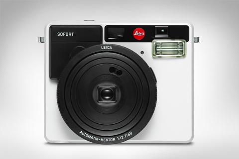 SORT/HVITT: Leica Sofort i sort(hvitt. (Foto: Leica)