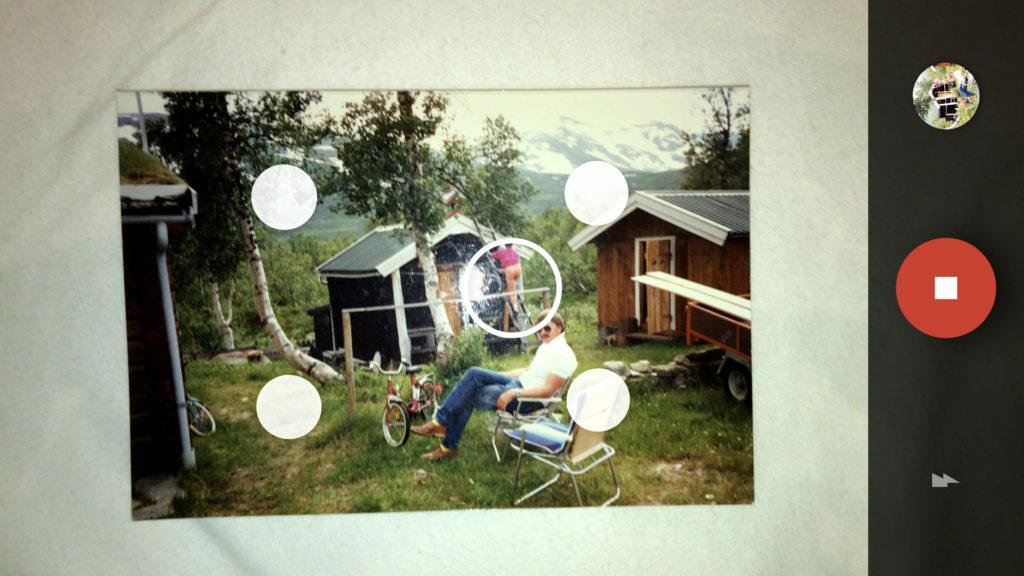 RUNDINGER OG SIRKLER: Når man har tatt et bilde, dukker det opp en sirkel og fire rundinger. Hver gang man flytter mobilen slik at sirkelen treffer en runding, tar mobilen et nytt delbilde som brukes i analyse frem til det ferdige digitale bildet.